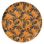 Negro de Halloween y decoración anaranjada del rem Plato