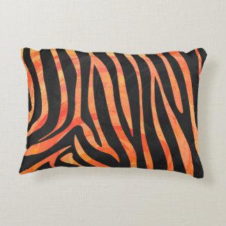 Negro de la cebra e impresión anaranjada cojín decorativo