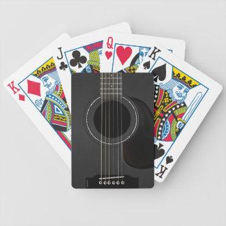 Negro de la guitarra acústica baraja