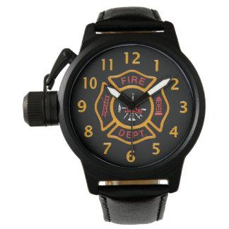Negro de la insignia del cuerpo de bomberos reloj de mano