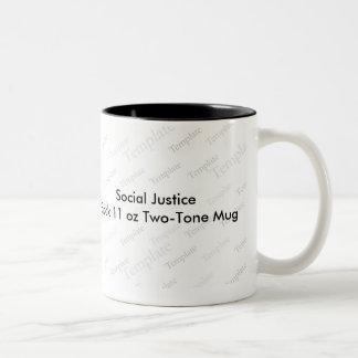 Negro de la justicia social taza del Dos-Tono de