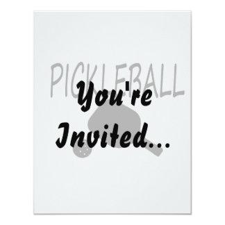 """negro de la paleta y de la bola del pickleball w invitación 4.25"""" x 5.5"""""""