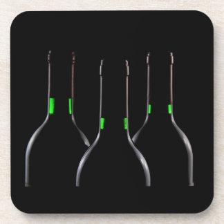Negro de las botellas de vino posavasos de bebida
