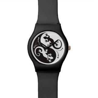 Negro de los Geckos de YIN y de YANG + su fondo y Relojes De Pulsera