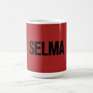 Negro de Selma del día de MLK en rojo Taza Básica Blanca