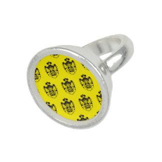 Negro del amarillo del escudo de la familia anillo