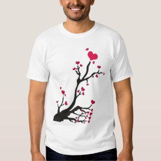 negro del árbol del corazón polera