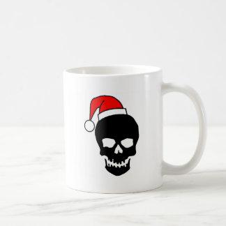 Negro del cráneo del navidad taza básica blanca