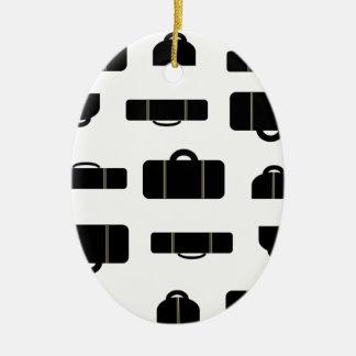 Negro del equipaje adorno navideño ovalado de cerámica