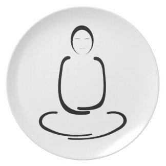 Negro del hombre de la meditación plato