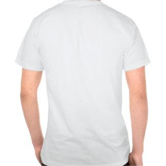 Negro del hombre de Malibu con el esquema rojo Camisetas