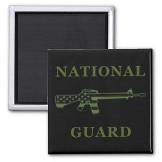 Negro del imán del Guardia Nacional M16 sometido