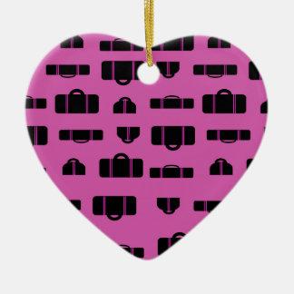 Negro del modelo del equipaje adorno navideño de cerámica en forma de corazón