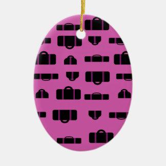Negro del modelo del equipaje adorno navideño ovalado de cerámica