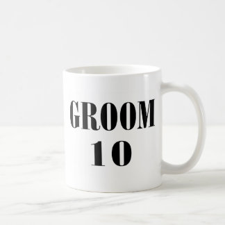 Negro del novio 10 taza clásica