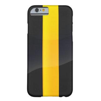 Negro del orgullo de Pittsburgh y diseño del casco Funda Barely There iPhone 6