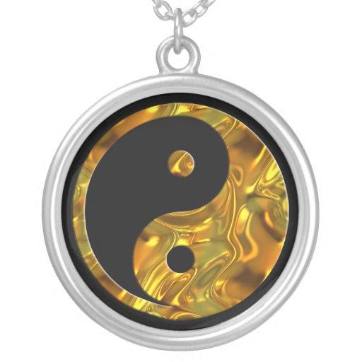 Negro del ORO el   de Yin y de Yang Colgante Redondo