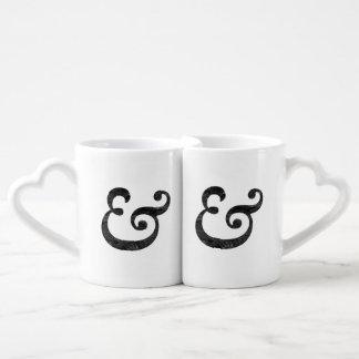 """Negro del signo """"&"""" del itálico intrépido de tazas para parejas"""