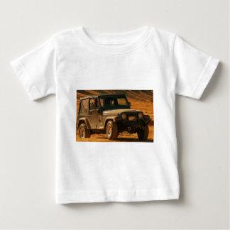 Negro del tj del jeep playera de bebé