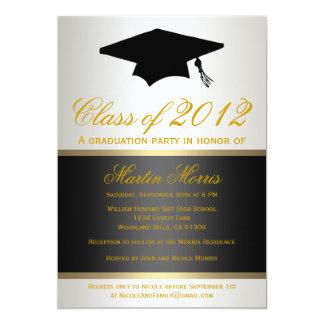 Negro e invitación de la graduación del oro
