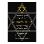 Negro e invitación de Mitzvah de la barra de oro