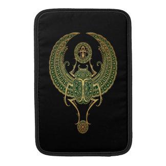 Negro egipcio con alas verde del escarabajo del funda para macbook air