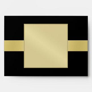 Negro elegante del monograma del oro todo el sobre