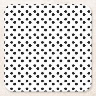 Negro en el diseño blanco del punto posavasos de cartón cuadrado
