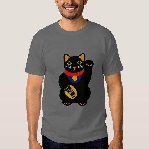 Negro en la camisa afortunada gris del gato
