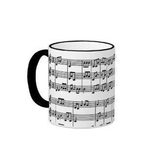 Negro en la taza de café blanca del modelo de la p