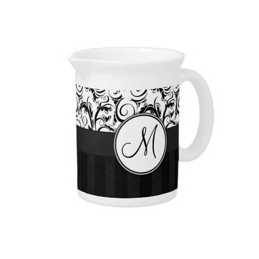 Negro en las briznas, las rayas y el monograma flo jarras para bebida