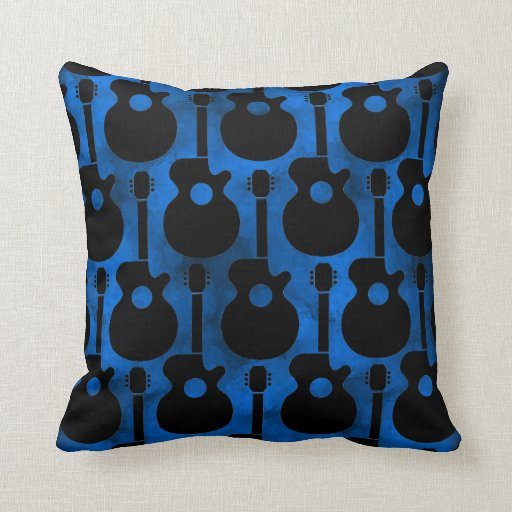 negro en las guitarras azules cojin
