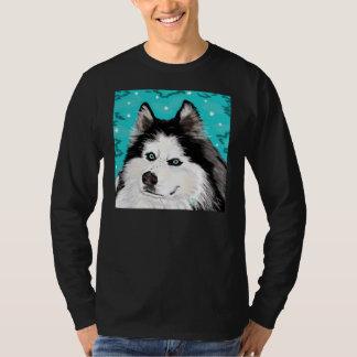 Negro largo-envuelto perro de la camiseta de la playera