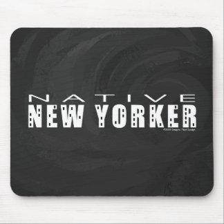 Negro nativo del neoyorquino alfombrillas de ratones