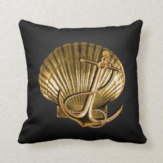 Negro náutico anclado y oro del Seashell el | Cojín