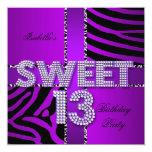 Negro púrpura de la décimotercero del cumpleaños invitaciones personales