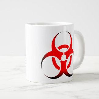 Negro rojo del zombi del símbolo del Biohazard Taza Grande