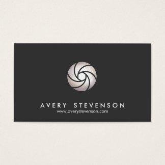 Negro simple del logotipo de la lente del tarjetas de visita