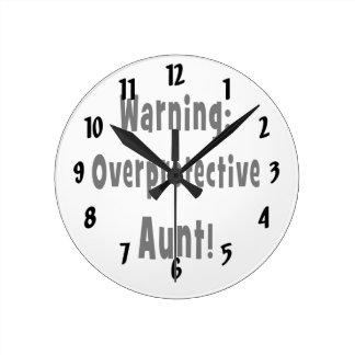 negro sobreprotector amonestador de la tía reloj