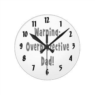 negro sobreprotector amonestador del papá relojes de pared