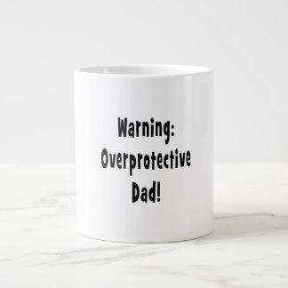 negro sobreprotector amonestador del papá taza extra grande