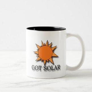 Negro solar conseguido taza de café de dos colores
