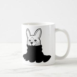 Negro sonriente del cuello alto del perro taza clásica