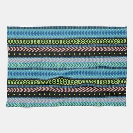 Negro, verde intrépido, azul y coral tribal toalla de mano