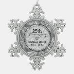 Negro y 25to ornamento del aniversario de boda de adorno