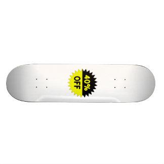 Negro y amarillee el 40 por ciento apagado tabla de patinar