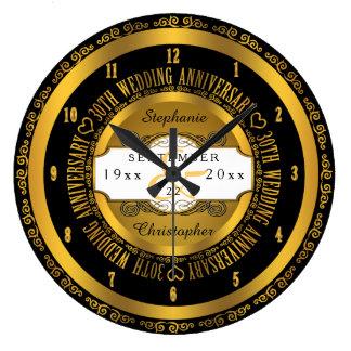 Negro y aniversario de boda elegante del oro reloj