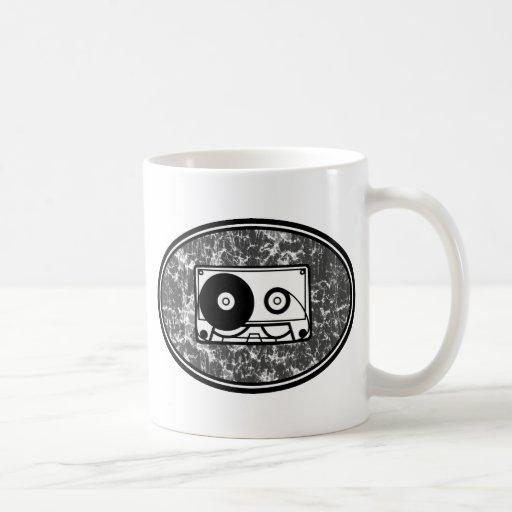 Negro y blanco de la cinta de casete taza clásica