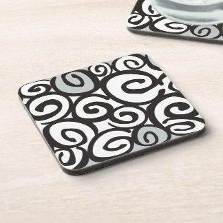 Negro y blanco del modelo de los espirales + sus posavaso