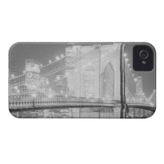 Negro y blanco del puente de Brooklyn Case-Mate iPhone 4 Fundas